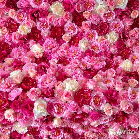 Стена из искусственных цветов