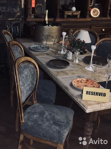 Стол с мраморной столешницей